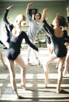 Svetlana Zakharova in La Scala, 2008 (from Vogue Russia). Previous pinner said: I wish that was me! Ballet School, Ballet Class, Dance Class, Ballet Dancers, Ballet Studio, Svetlana Zakharova, Dance Like No One Is Watching, Bolshoi Ballet, Dance Movement