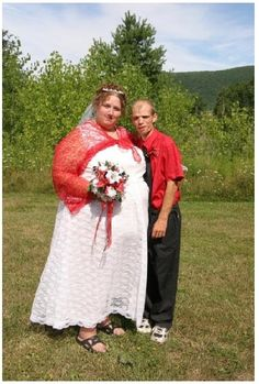 ohmy2----The 14 Craziest Wedding Dresses That Should Have NEVER Happened!