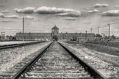 26 Oct 42: Following a series of steps to demean and persecute Jews in Norway, their deportation to Auschwitz begins. Of some 775 rounded up, less than three dozen will survive. #WWII