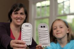 Mummy Ghost Kids Craft makeandtakes.com. Great fine motor by threading the yarn through holes to wrap the mummy.