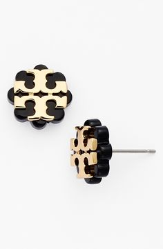 A stylized Tory Burch logo in gold modernizes these essential flower-shaped stud earrings.