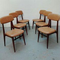 [500€] Sedie anni 60 in teak e ferro con seduta in sky originale e ben conservata. #magazzino76 #viapadova76 #milano #vintage #modernariato #antiquariato #design #industrialdesign #furniture #mobili #modernfurniture #sofa #poltrone #divani #arredo #arredodesign #sedie #anni60 #chairs #chair