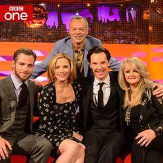 Chris Pine, Kim Cattrell, Graham Norton, Benedict Cumberbatch & Bonnie Tyler BBC One @BBCOne 21m *EXCLUSIVE* First look at tonights @TheGNShow. Guests include Benedict Cumberbatch & @KimCattrall. #Sherlock pic.twitter.com/Mi2wqsGuPE