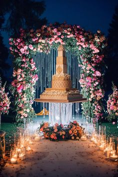 Gorgeous Wedding Cake Fresh Flowers Combo You Will Love – Bridezilla Flowers Wedding Cake Designs, Wedding Themes, Wedding Decorations, Wedding Cake Stands, Amazing Wedding Cakes, Luxury Wedding, Destination Wedding, Dream Wedding, Chandelier Cake