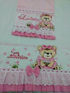 Ursa pintura em tecido Lucy Fashion, Henna Candles, Baby Sheets, Bird Party, Baby Burp Cloths, Baby Birth, Baby Sewing, Fabric Painting, Embroidery Applique