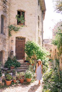 Gal Meets Glam Oppede, Menerbes & Bonnieux, Provence - Privacy Please dress, Cuyana hat, Sezane flats & Carolina Santo Domingo bag