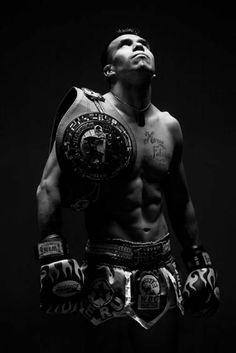 El fotoperiodista Alberto Orbegoso siguió al redactor Miguel Sarria por el camino para lograr ser campeón mundial de kick boxing veala aqui: