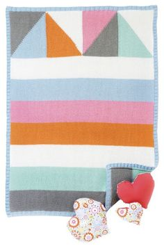 Neulo pastellivärinen peitto pienokaiselle - helppo ohje! - Kotiliesi.fi Mississippi, Quilts, Blanket, Quilt Sets, Blankets, Log Cabin Quilts, Cover, Comforters, Quilting