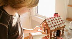 Creación y decoración de una casita de jengibre en Navidad