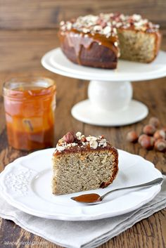 Banana cake with hazelnuts and caramel sauce by La tana del coniglio