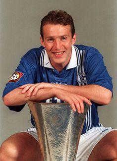 """""""Das Kampfschwein"""" Marc Wilmots mit dem UEFA Cup 1997 - FC Schalke 04"""