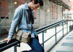 Ona Bowery Field Tan - Ona Bags Eine Kameratasche, die der Vielseitigkeit des Alltags gerecht wird. Mal ist sie eine vollwertige und stylische Kameratasche und ohne Schultergurt schützt sie das Photoequipment in der normalen Handtasche. Kameratasche | Fototasche | shootbags.com