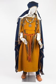 At least assume this is LIV female, from Baltic Iron Age. Please see original link with gallery for more images! Viking Dress, Viking Costume, Folk Costume, Norse Clothing, Medieval Clothing, Iron Age, Historical Costume, Historical Clothing, Larp