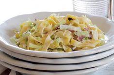 Nudle se zelím a slaninou | Apetitonline.cz Cabbage, Food And Drink, Tasty, Vegetables, Healthy, Recipes, Diet, Gates, Vegetable Recipes