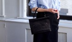 Lamm clutch Martin Dust leather bag sac à main cuire minimaliste unisexe Montréal large zipped pocket modifiable strap.