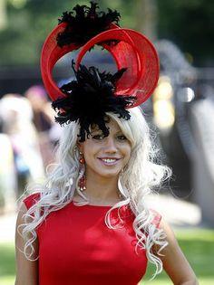 Shira Jones during Ladies day at Royal Ascot Funky Hats, Crazy Hats, Cool Hats, Red Hats, Fascinator Hats, Black Fascinator, Fascinators, Headpieces, Royal Ascot Hats