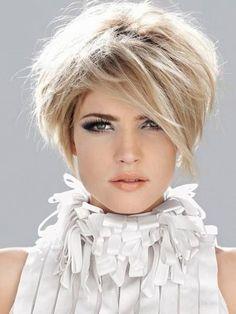 Du suchst eine Kurzhaarfrisur in sanften Blondtönen, die weich und weiblich auf Deine Ausstrahlung wirken? - Neue Frisur