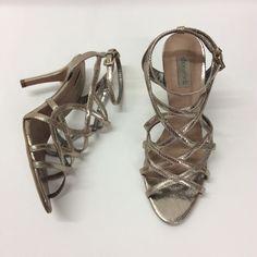 COD.040 / Shoestock - Tam.37 Cor.Cobra dourado