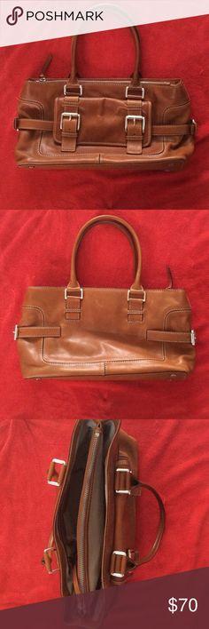 Women's Michael kors purse new Authentic women's Michael kors purse. Brown leather. Purse is new never used Michael Kors Bags