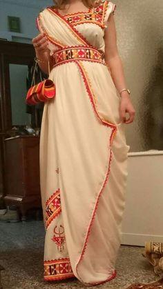 Belle rob cabille   #Algérie #الجزائر #Algeria African Beauty, African Fashion, Afghan Dresses, Indian Designer Wear, African Dress, Fashion Outfits, Womens Fashion, Traditional Dresses, Indian Wear