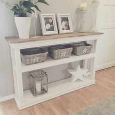Da var gårsdagens prosjekt på plass i nymalt gang takk til Your Favorite, Entryway Tables, Living Room Decor, Create Your Own, Diy And Crafts, Sweet Home, Instagram Posts, Inspiration, Furniture