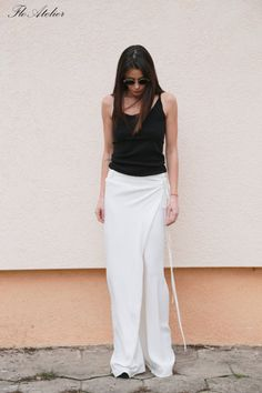 Comfortable vacational pants, wear with short shoes with top , tunic, t-shirt . Extremely comfortable for the free time or for sports. The model is