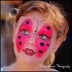 face painting *mesmerised by this, can't stop looking at her eyes!