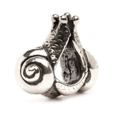 Trollbeads. Two snails lovingly circling the chain. Hurry slowly when love burns bright and your heart is bursting with tenderness.