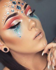 Recreatet last year's look #festivalmakeup #cochellamakeup #festivalmakeuplook #festival #glitter #makeupaddict #spring #cochella…