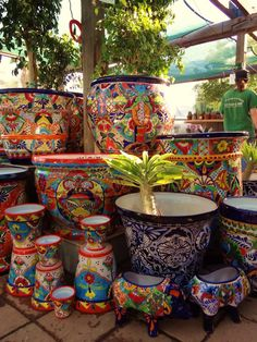 35 Classic Mexican Planters Ideas Perfect to your interior. This pottery comes in Mexico's Central West section and all. Mexican Art, Mexican Style, Mexican Patio, Mexican Garden, Mexican Home Decor, Talavera Pottery, Garden Nursery, Hacienda Style, Mexican Designs