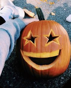 Pumpkins are often lovely circular, brilliant red, and in fall they mustn't be lacking especially on Halloween. Halloween Inspo, Holidays Halloween, Halloween Pumpkins, Halloween Decorations, Halloween Season, Happy Halloween, Easy Pumpkin Carving, Carving Pumpkins, Pumpkin Carvings