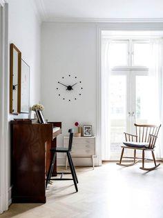 Nordisk med farver: Her er alt valgt med hjertet Home And Living, Living Room, Office Desk, Sweet Home, Dining, Interior, Inspiration, Furniture, Tekstiler