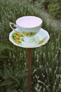 I think I need to make one of these for my mother-in-laws birthday. It would look fantastic in her cottage style garden. Just need to find the right cup.