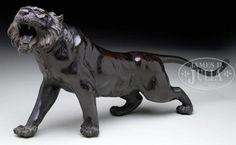 BRONZE OKIMONO IN THE FORM OF A TIGER. - Price Estimate: $1200 - $1800