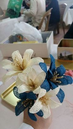 This post was discovered by Neslihan Özcan. Discover (and save!) your own Posts on Unirazi. Burlap Flowers, Beaded Flowers, Diy Flowers, Crochet Flowers, Needle Tatting, Needle Lace, Hobbies And Crafts, Diy And Crafts, Lace Beadwork