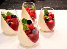 Jelly Desserts, Fancy Desserts, Summer Desserts, Yogurt Dessert, Dessert Cups, Swedish Cream Recipe, Vanilla Panna Cotta, Dessert Shooters, Gourmet Cakes