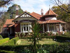 Burwood Appian Way 3 australische Wohnbauten Wikipedia Australian Architecture, Australian Homes, Residential Architecture, Architecture Design, Beautiful Architecture, Style At Home, Appian Way, Victorian Architecture, England