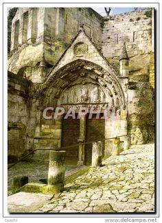 Saint-Emilion - 9) LEO DROUYN, PORTE DE L'EGLISE SOUTERRAINE: Les 8 personnages qui restent et les 4 de l'arcade inférieure n'ont aucun attribut qui les fasse reconnaître, parce qu'ils sont mutilés, un seul a conservé sa lance; mais leur nombre fait supposer qu'ils représentent les 12 apôtres qui accompagnent toujours le Christ dans les représentations analogues.