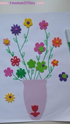 Un joli vase printanier rempli de fleurs