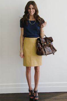 This is a vintage skirt with a Comptoir des Cottoniers top and Kurt Geiger shoes. Accessories-wise I am wearing a Lia Sophia necklace and a vintage bracelet with my Mulberry Alexa.