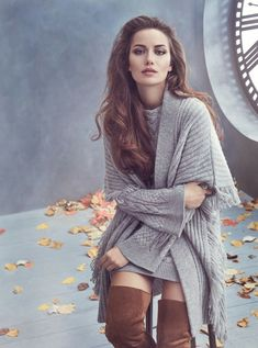 """get to know me meme: favorite actresses ↳ Fahriye Evcen """"""""I prefer to keep everything under control, to think, to look ahead, and then perform any action. Turkish Women Beautiful, 10 Most Beautiful Women, Turkish Beauty, Keira Christina Knightley, Turkish Fashion, Lany, Girl Photos, Hd Photos, Updo"""