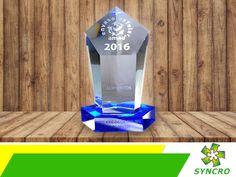 BOLSAS PARA EMPAQUE. Los empaques flexibles que fabricamos en Syncro, han sido galardonados en varias ocasiones e incluso en años consecutivos por la Asociación Mexicana del Empaque y del Embalaje. Esto se debe a la gran calidad de materiales que empleamos y la protección que brindan a todo tipo de productos. Le invitamos a conocer más sobre nosotros y los servicios que brindamos, a través de nuestra página en internet www.syncrousa.com. #standuppouch Bottle Opener, Barware, Internet, Up, Pouch, Products, Innovation Design, Getting To Know, Bags