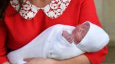 Kate Middleton et William d'Angleterre présentent leur troisième bébé au public le 23 avril
