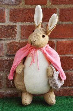 "Handgestricktes Spielzeug Beatrix Potter Flopsy Bunny von Alan Dart Muster ""Ready to Post"" - Knit&crochet - Amigurumi Hints Knitting Yarn, Free Knitting, Baby Knitting, Knitted Dolls, Crochet Toys, Knit Crochet, Beatrix Potter, Animal Knitting Patterns, Crochet Patterns"