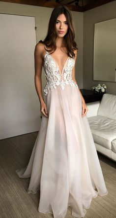 Wonderful Perfect Wedding Dress For The Bride Ideas. Ineffable Perfect Wedding Dress For The Bride Ideas. Floral Evening Dresses, V Neck Prom Dresses, Formal Dresses, Prom Gowns, Dresses 2016, Dress Prom, Pretty Dresses, Beautiful Dresses, Matric Dance Dresses