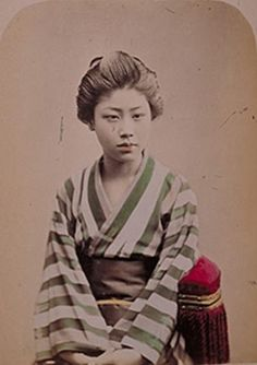 17位:縦縞の着物姿の女性の写真(ガチで美人過ぎる幕末女性ランキング)