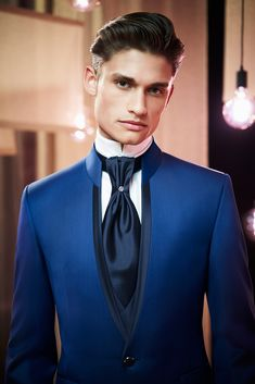 African Wear Styles For Men, African Dresses Men, Indian Men Fashion, Mens Fashion Suits, Slim Fit Tuxedo, Most Stylish Men, Designer Suits For Men, Blazers For Men, Suit And Tie
