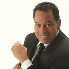 Humberto Nieves, más conocido como Tito Nieves, es un cantante puertorriqueño de salsa de origen estadounidense, conocido con el apodo de El Pavarotti de la Salsa. Nacido en Río Piedras, Puerto Rico y criado en los EE.