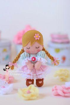 Hey Girl: Handout dolls