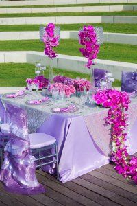 Not sure how I feel about the lavender table cloth, which is why I pinned this.